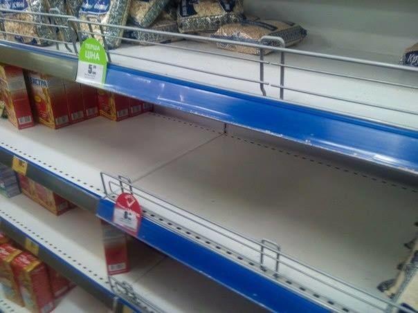 Появились фото полупустых прилавков из супермаркета в Днепропетровске
