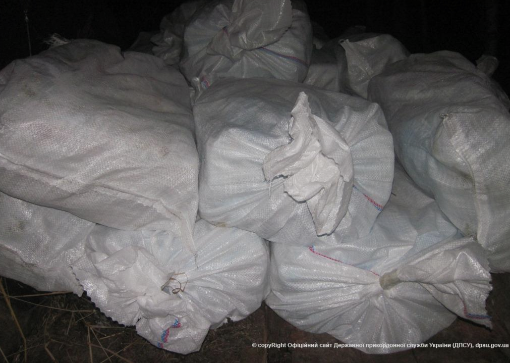 Украинец пытался вывезти в Россию почти 500 кг сала