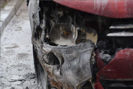 Во Львове подожгли авто журналиста. Фото с места событий