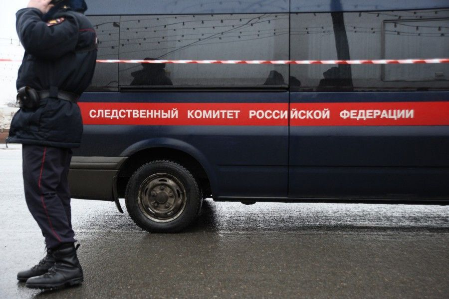 В Москве люди несут цветы на место убийства Немцова: опубликованы фото и видео