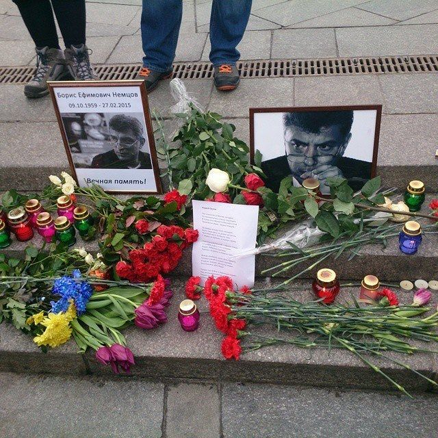 На Майдане почтили память Немцова