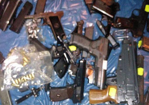 На въезде в Киев задержали автомобиль с оружием: опубликованы фото