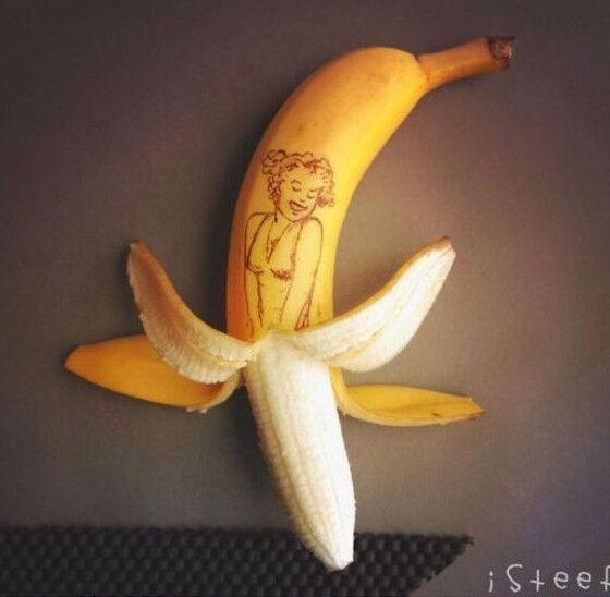 Художник придал новый образ простим бананам