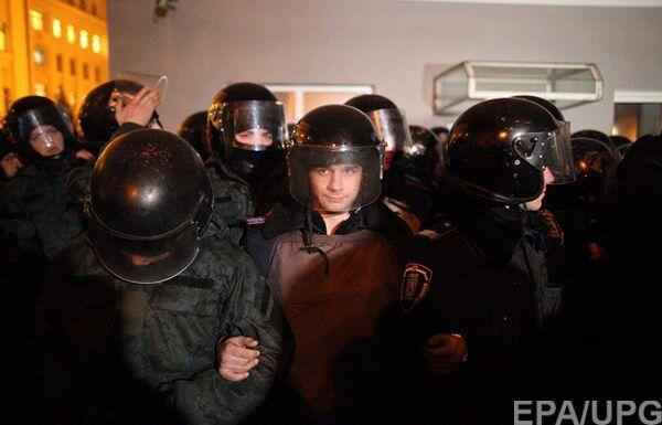 На Банковой 50 человек потребовали введения военного положения: опубликовано фото