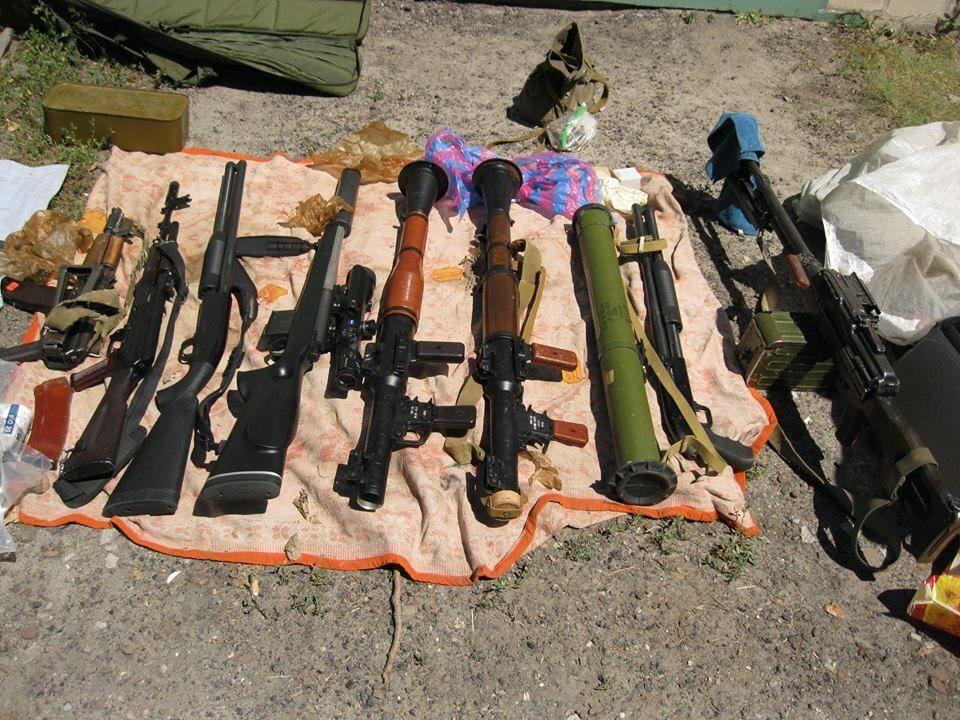 На Донбассе обнаружены три крупные бандитские группировки, изъяты сотни единиц оружия