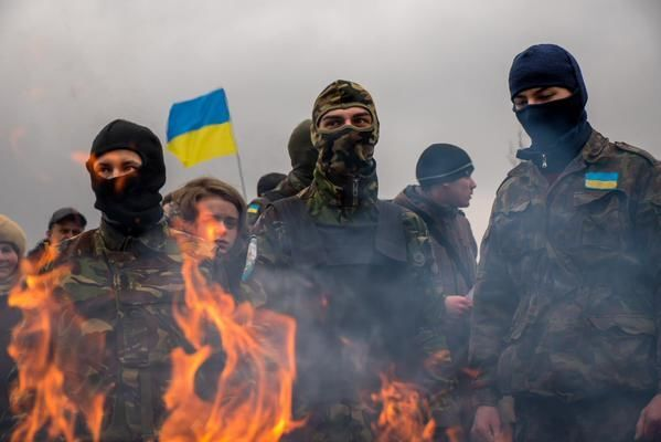 """В Мариуполе торжественно сожгли гроб с """"Путиным"""": опубликованы фото"""