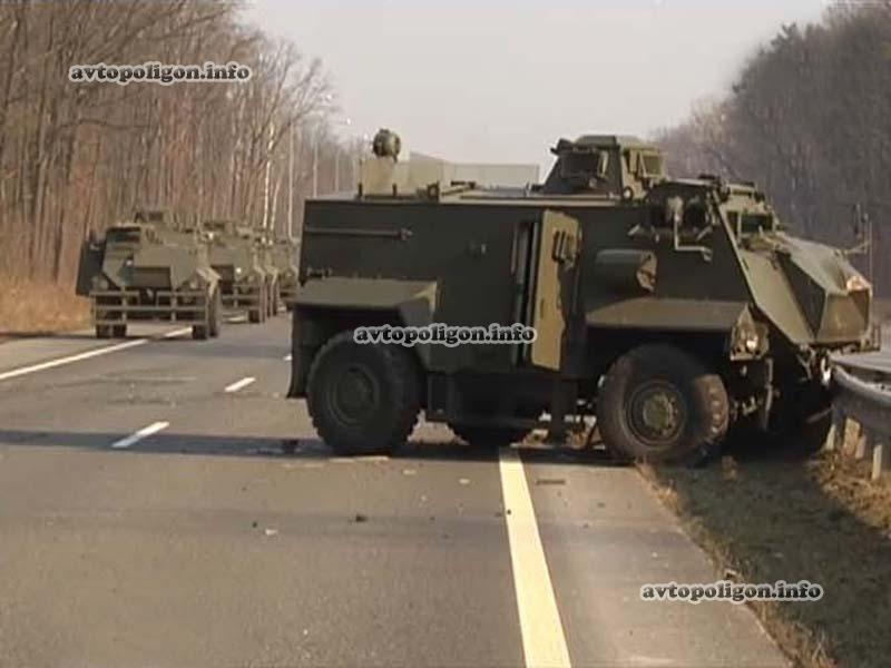 На Киевщине в колонне техники перевернулся британский БТР Saxon - погиб военный водитель
