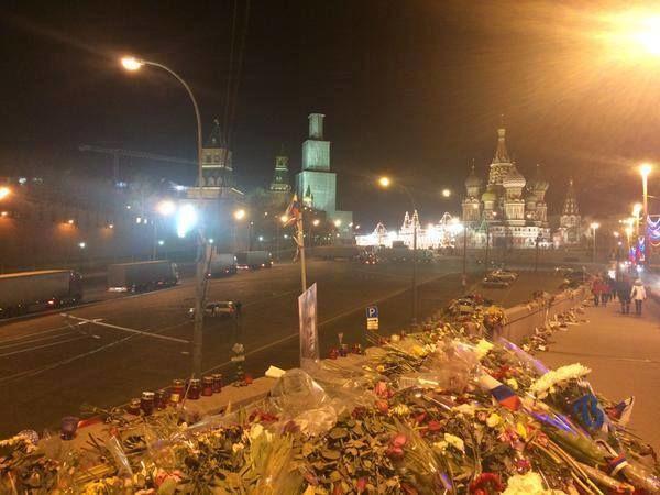 Соцсети взбудоражены появлением колонны фур под стенами Кремля