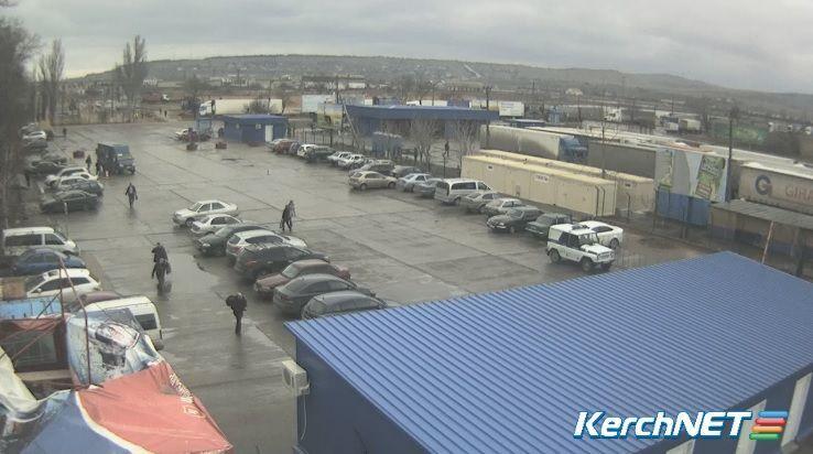 Керченская переправа парализована непогодой: в очереди около 500 авто