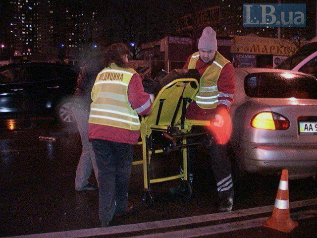 """В Киеве такси и микроавтобус столкнулись """"лоб в лоб"""""""