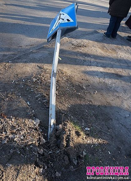 В Константиновке жители забросали камнями БМП после смерти ребенка в аварии