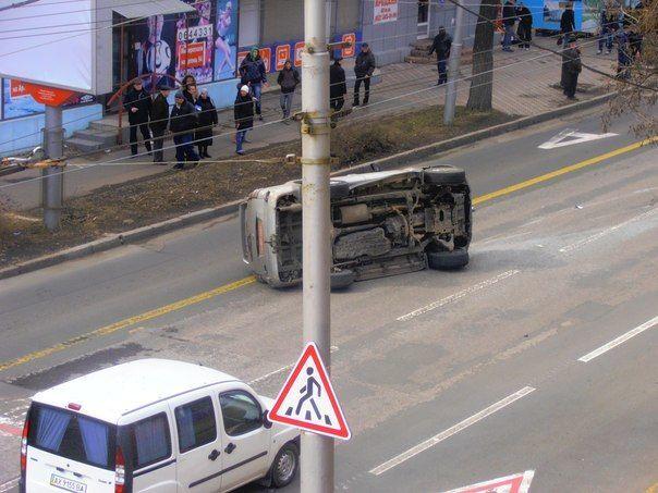 В центре Донецка перевернулось авто с боевиками