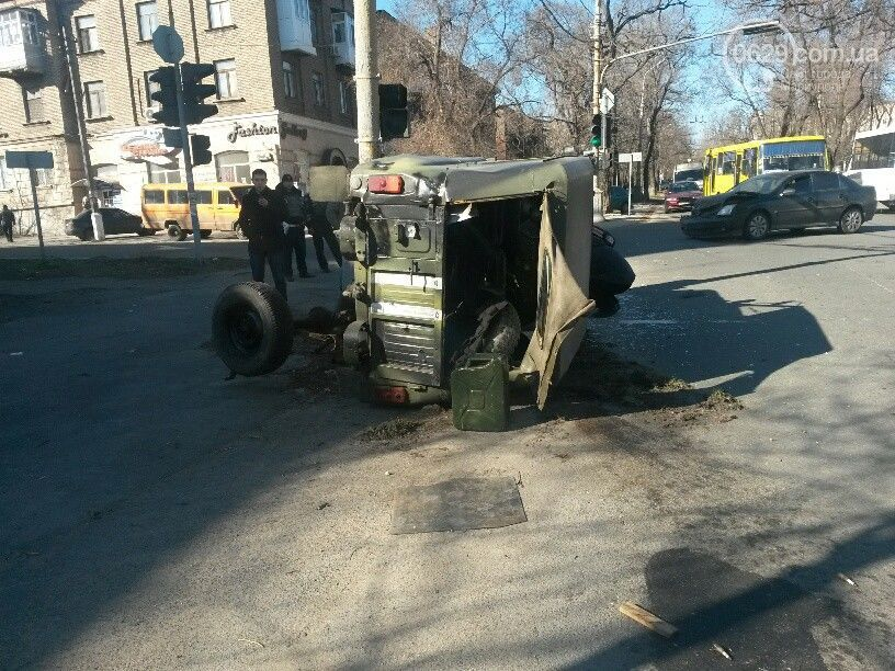 В Мариуполе за день произошло три ДТП с участием военных