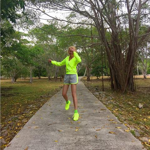Яна Рудковская гордится своей попой и продолжает заваливать Instagram снимками с Сейшел