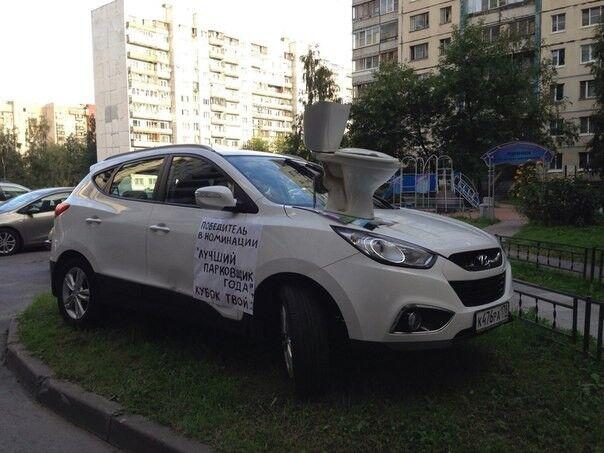 """Кубок за """"лучшую"""" парковку: оригинальные записки, оставленные на автомобилях"""