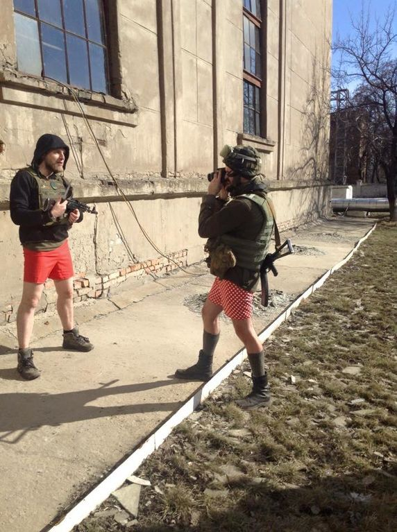 """В сети появилась полная версия пикантных фото """"айдаровцев"""""""
