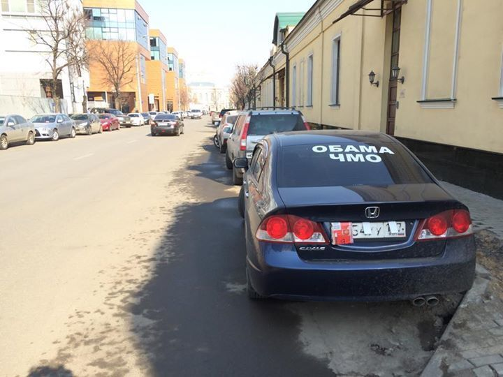 В соцсетях собрали самые странные надписи на автомобилях России