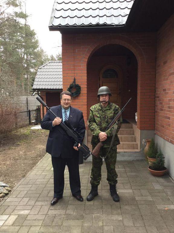 Геращенко позував зі зброєю в руках: опублікована фотосесія