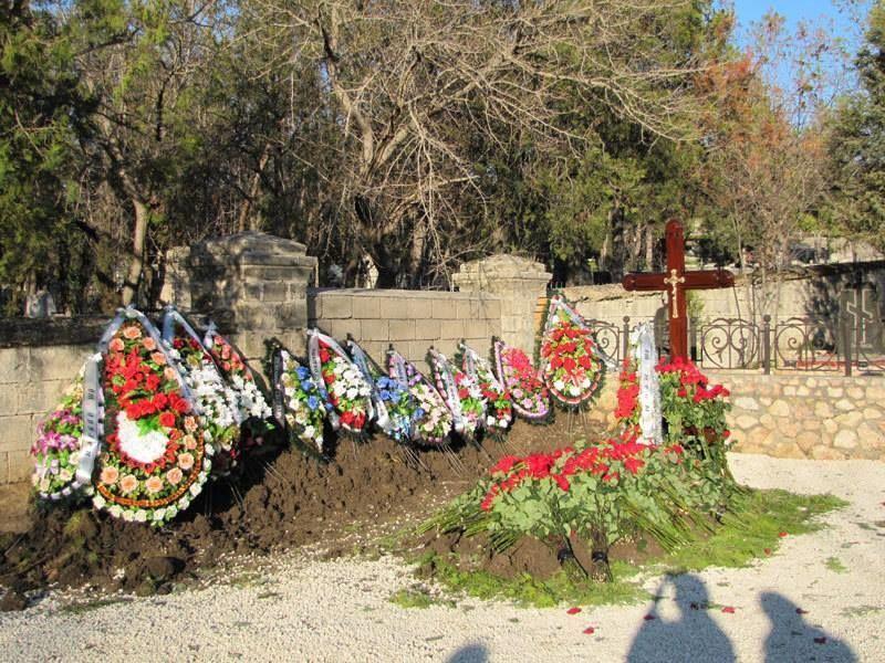 К могиле Януковича-младшего в Севастополе приходят близкие и друзья