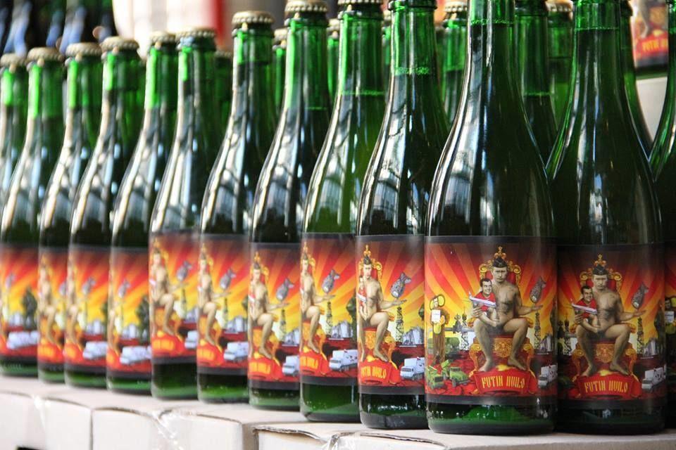 """""""Putin Huilo"""". Во Львове выпустили пиво в честь Путина: фотофакт"""