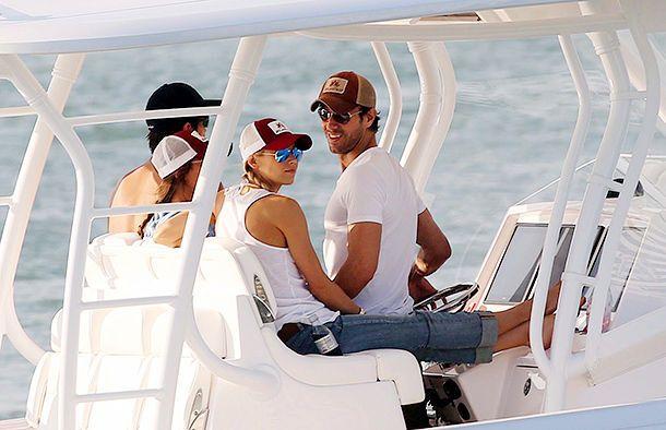 Романтика: Энрике Иглесиас и Анна Курникова отдыхают на яхте в Майами