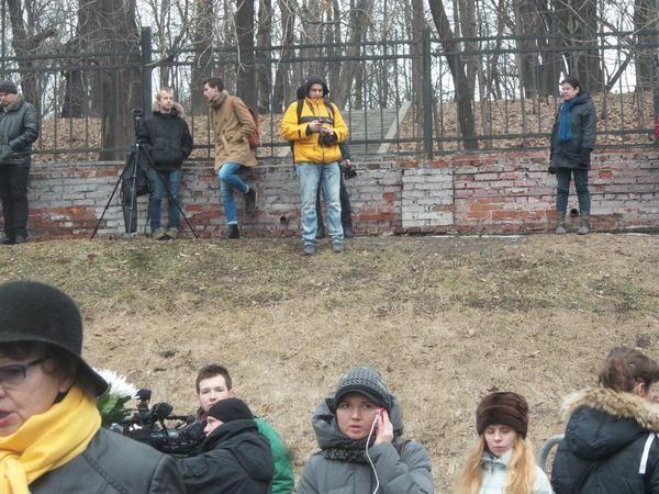 В Москве прощаются с Борисом Немцовым: очередь растянулась на километр. Онлайн-трансляция
