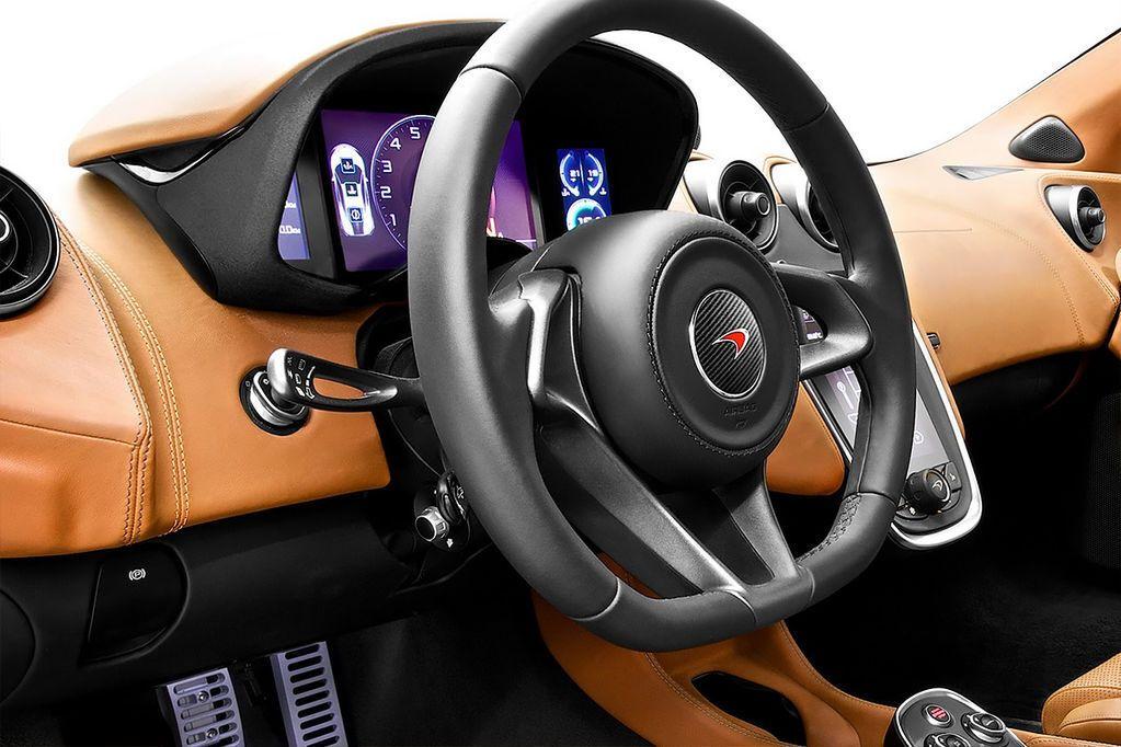 McLaren показал свой самый доступный спорткар: фото новинки