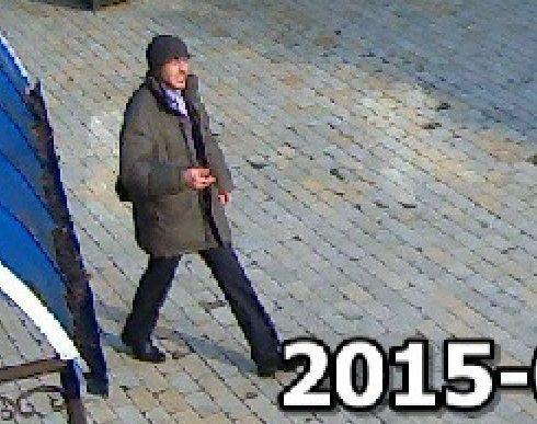 В Киеве неизвестный с пистолетом ограбил храм и ранил женщину: опубликованы фото