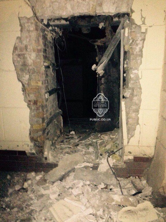 В Одессе прогремел взрыв. Под завалами могут быть люди: фотофакт