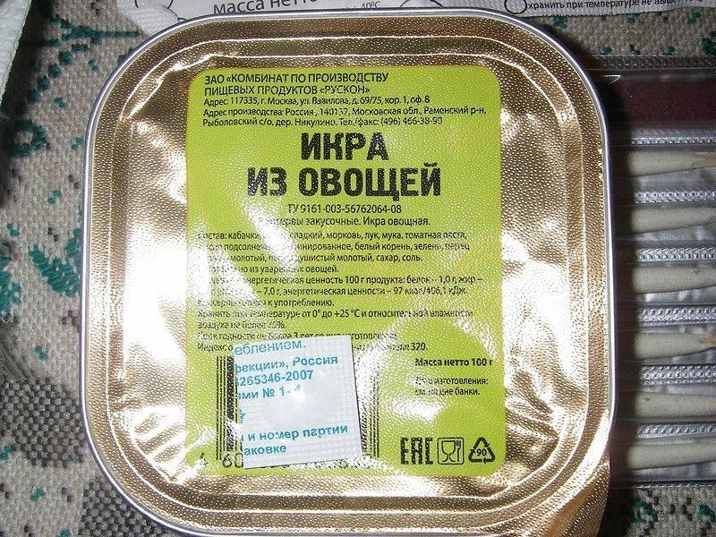 """Боевики """"ДНР"""" припрятали сотни тонн продуктов, а местных подкармливают армейскими пайками: фотофакт"""