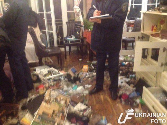 """""""Вам смерть! Россия-матушка"""": в квартире нардепа Сюмар устроили чудовищный погром"""