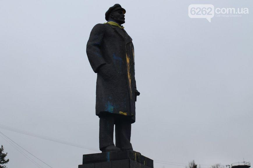 """Ленина в Славянске креативно """"поздравили"""" с Днем дурака. Фотофакт"""