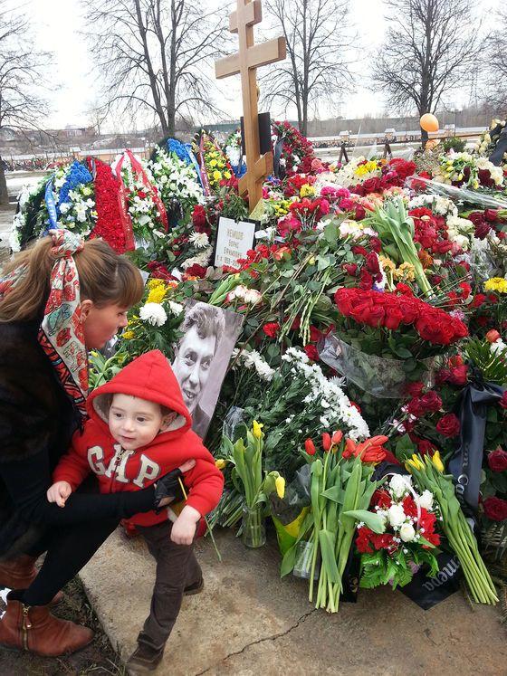 У Немцова нашлась новая любовница с ребенком: опубликованы фото