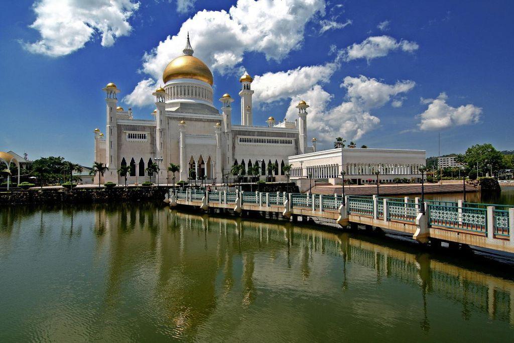 Ослепляющая роскошь: как султан Брунея женил младшего сына