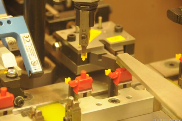 Как выпускают конструкторы Lego