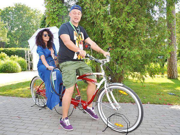 Украинские политики и звезды, которые любят кататься на велосипедах