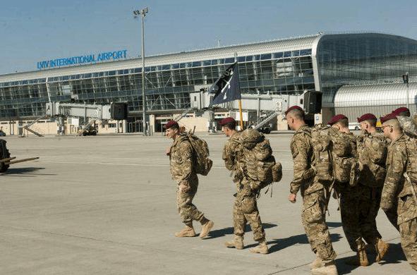 В Украину прибыли американские десантники: фотофакт