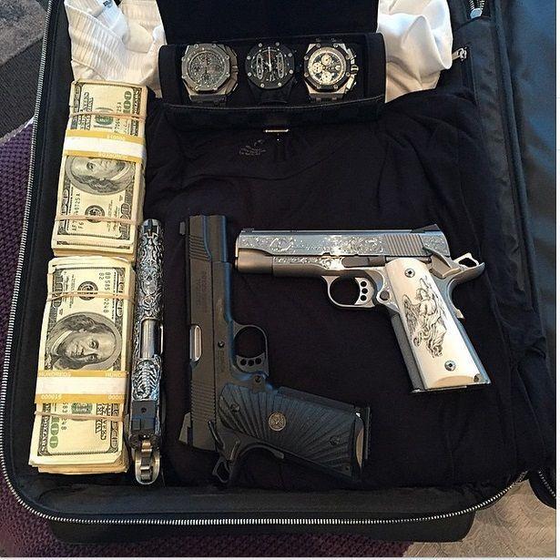 Фото, полные денег и разврата: роскошная жизнь игрока в покер
