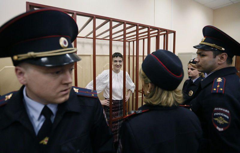 Савченко привезли в Басманный суд: фотоотчет