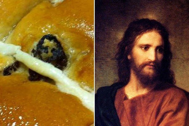 Британка нашла изображение Исуса Христа в булке с маком: фотофакт