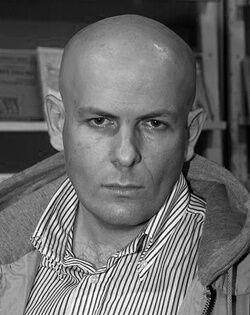 Олеся Бузина был убит днем возле своего подъезда. Фото: Олесь Бузина / Facebook