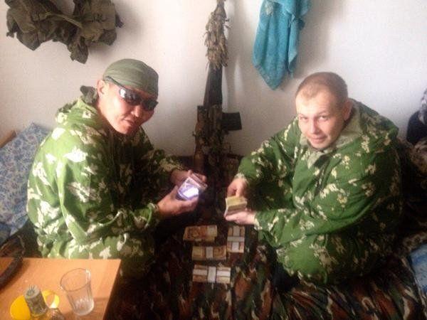 Російські найманці похвалилися в соцмережах гонораром за вбивство українців: фотофакт