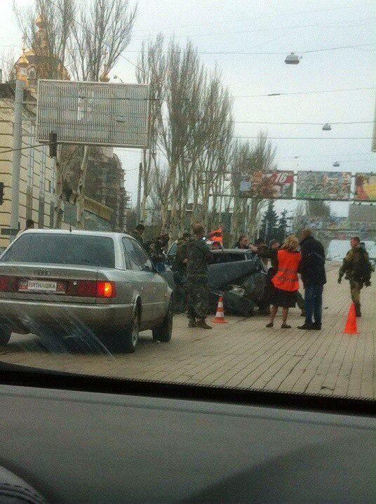 """В Донецке боевики """"Пятнашки"""" врезались в """"коллег"""": фото ДТП"""