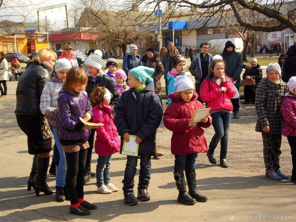 Терористи влаштували свято для дітей на руїнах Дебальцевого: опубліковано фото