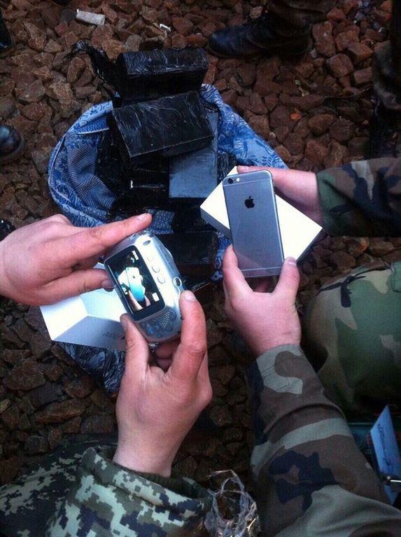 """Одесита """"накрили"""", коли він намагався вивезти до Росії смартфонів iPhone на мільйон гривень"""