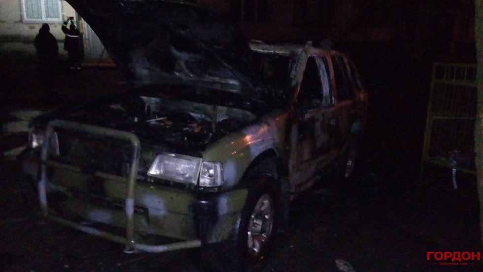 У Харкові вночі підірвали камуфльований джип. Опубліковано фото і відео