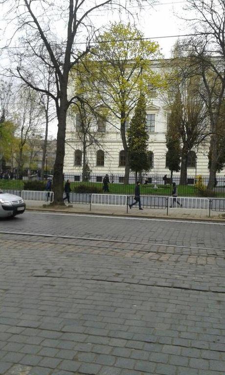 Во Львове студенты устроили погоню за веловором: фотофакт