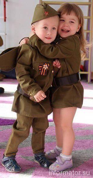 На Луганщине террористы вырядили детей в военную форму