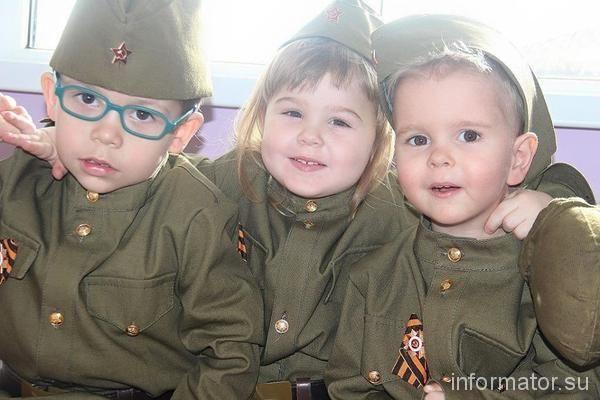 На Луганщині терористи вирядили дітей у військову форму: фотофакт