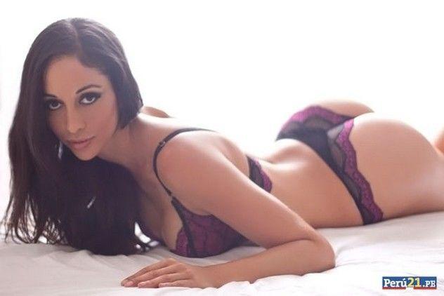 Сексуальная болельщица снялась в откровенной фотосессии